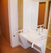 2012年04月17日更新 / 淡路島/淡路市H様 車いすのままでも使用できる洗面化粧台の事例